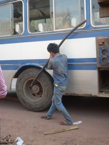 Cambio ruota del bus